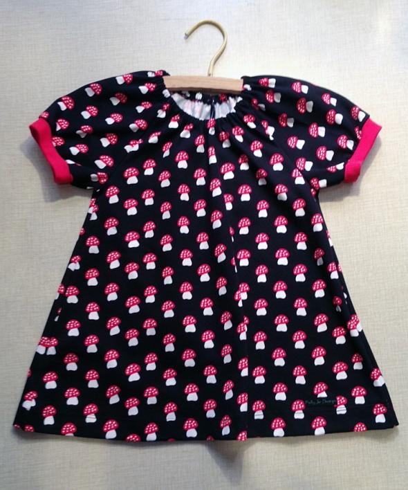 barnklänning med flugsvampar