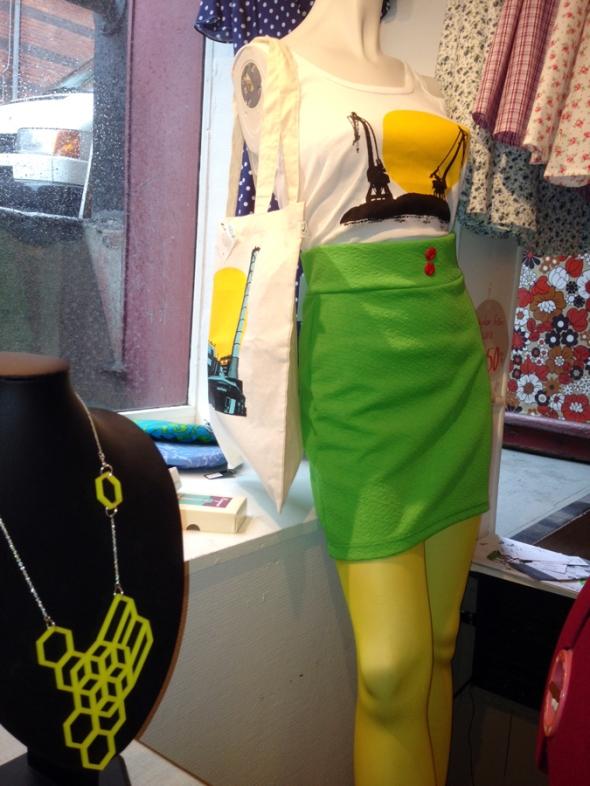 mustafa kranar linne och knallgrön kjol