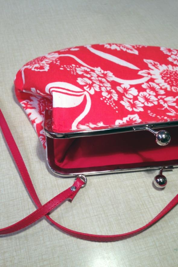 röd vit mönstrad handväska purse portmonnämodell