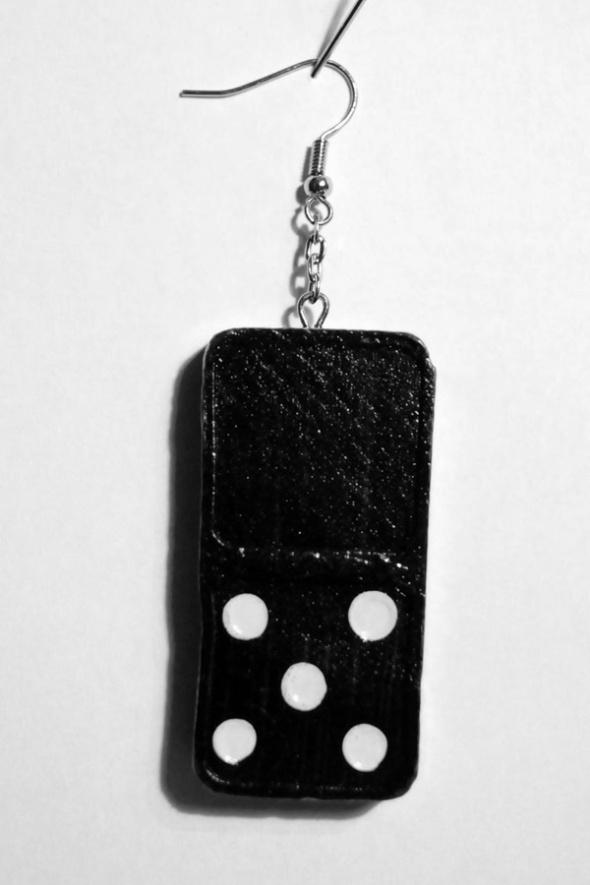 domino svart plus fem prickar
