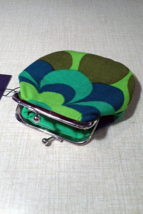 grön retro portmonnä