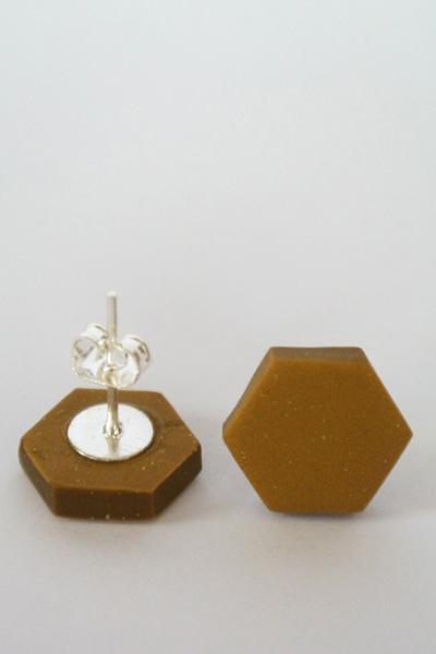 Hexagon_morkguld1-510x652
