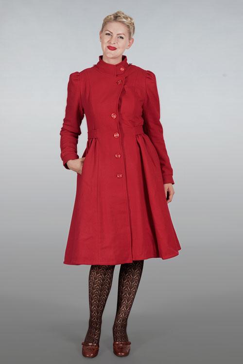 emmy röd kappa